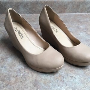 City classified nude wedges